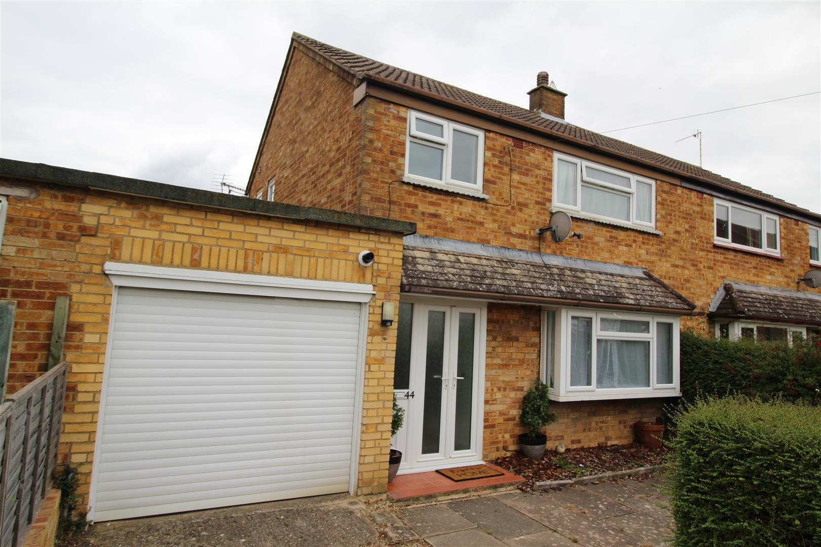 **CHAIN FREE**<br/><br/>Situated only one mile away from Bletchley Train Station and in the ever so popular area of West Bletchley, this property has easy access to plenty of the main roads including the A4146 and A5. Further to this it also has easy acce
